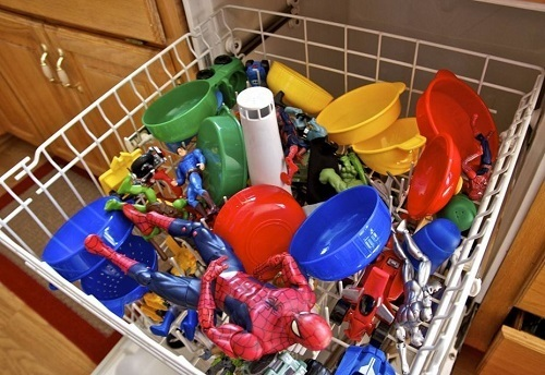 8 Best Ways to Clean Toys Naturally - Say No to Germs and